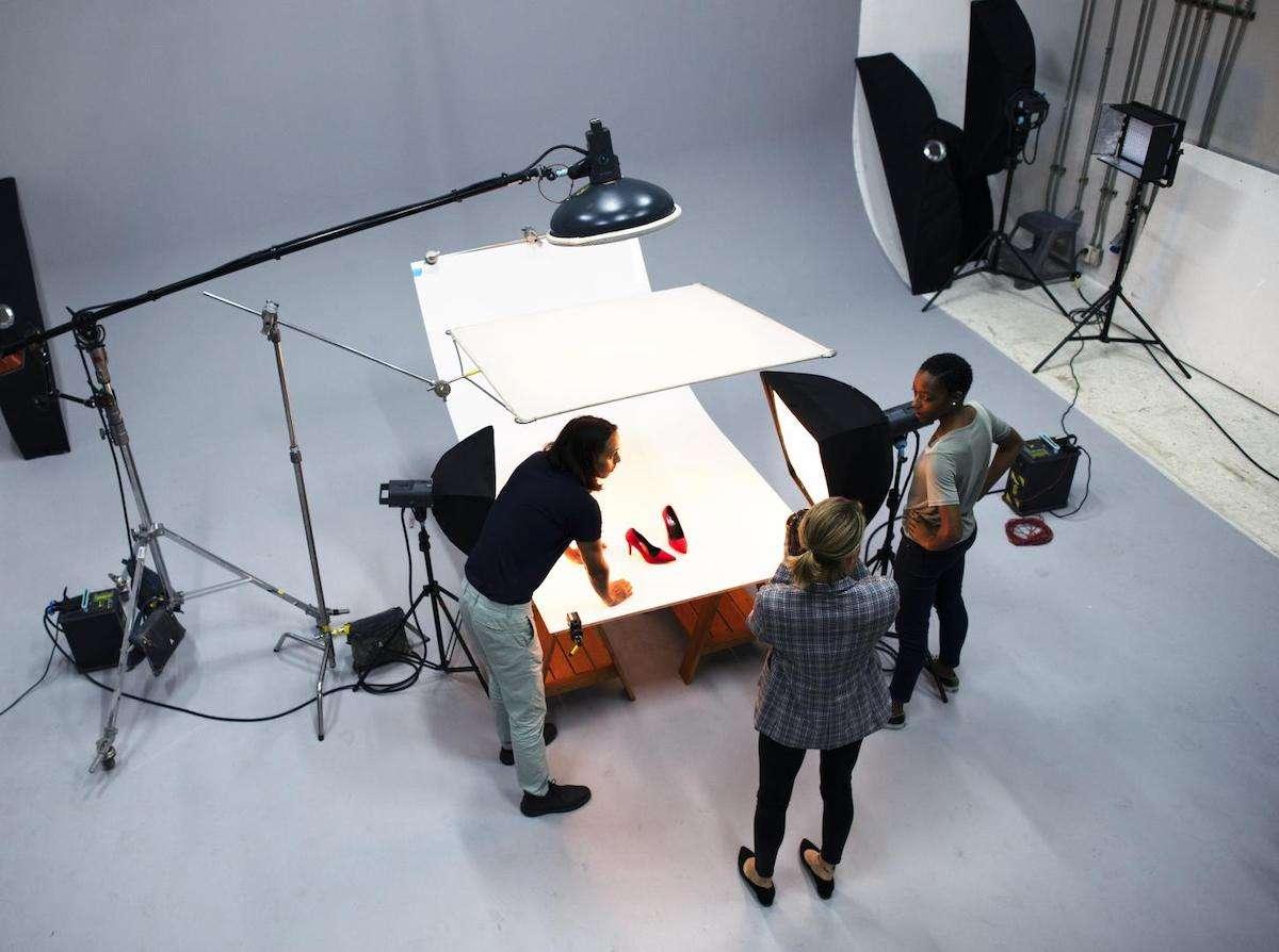 Menschen bei einem Produkt-Shooting